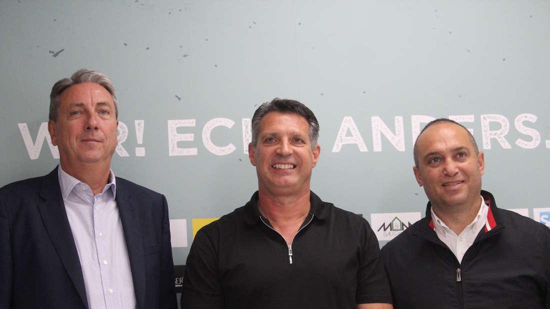(v.l.n.r.) Präsident Jürgen Machmeier, Trainer Alois Schwartz und Sportchef Mikayil Kabaca.