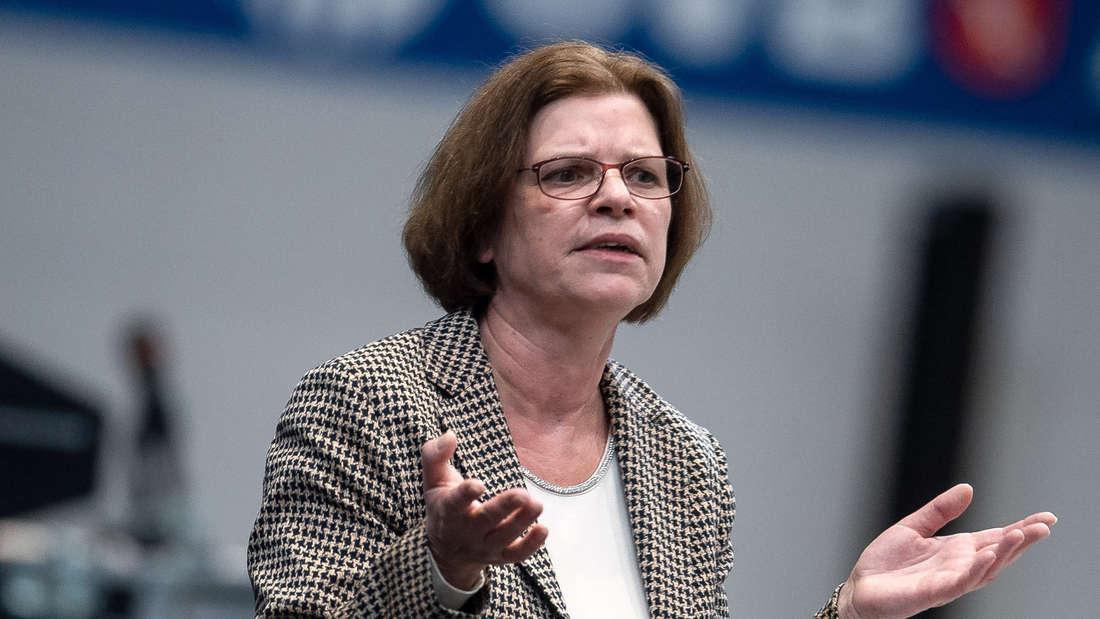 Kristina Vogt (Die Linke) spricht bei einer Sitzung der Bremischen Bürgerschaft