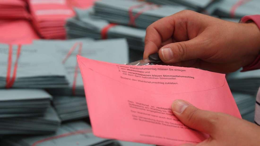 Bundestagswahl - Auszählung Briefwahl Düsseldorf