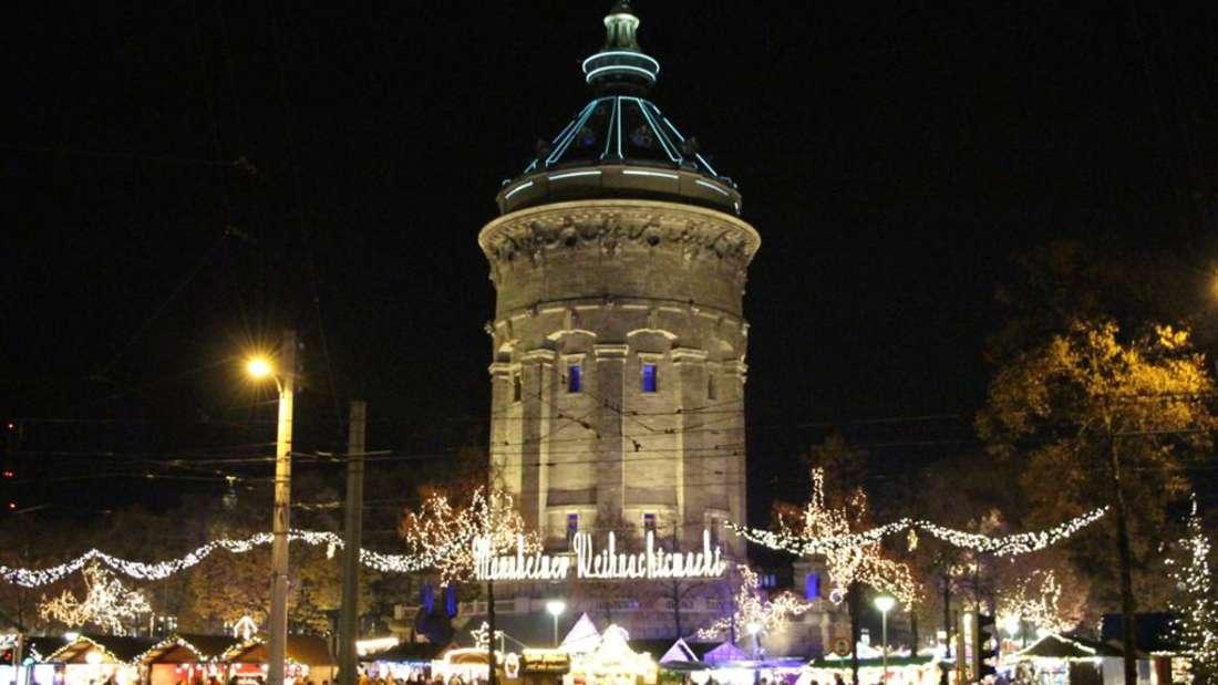 Der Weihnachtsmarkt in Mannheim am Wasserturm.
