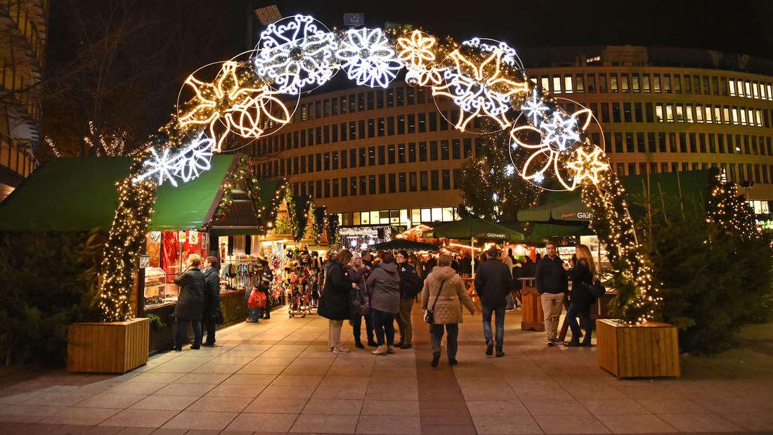Der Weihnachtsmarkt auf dem Berliner Platz in Ludwigshafen. (Archivfoto)