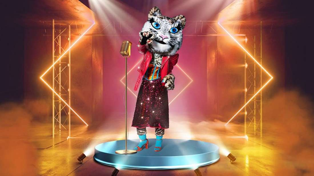Disco-Tiger steht auf der Bühne