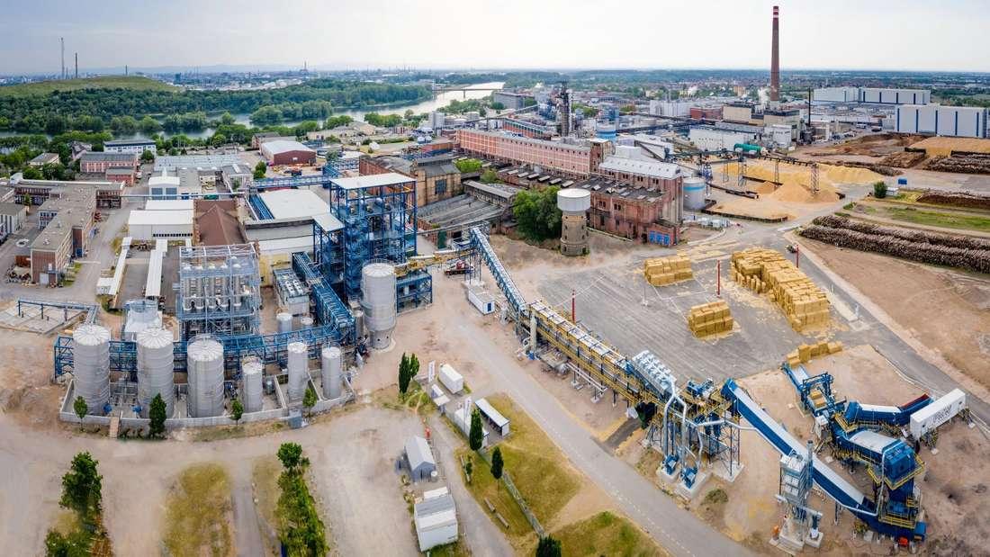 Die neue Zellstoff-Fabrik von Essity in Mannheim aus der Vogelperspektive.